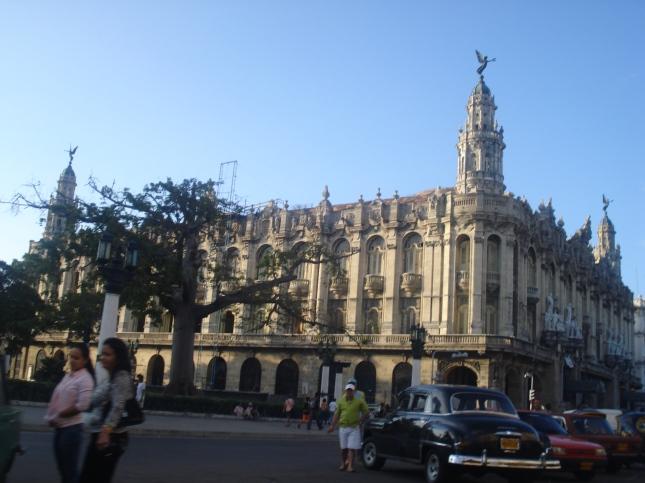 Este é o prédio do teatro, do século XVIII