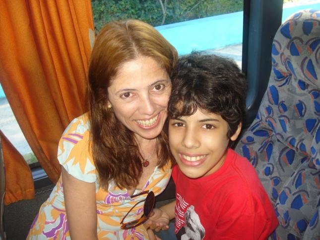 O aniversariante e sua madre