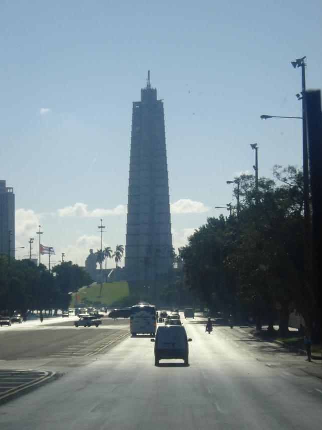 Belas avenidas, ao fundo o Memorial José Marti