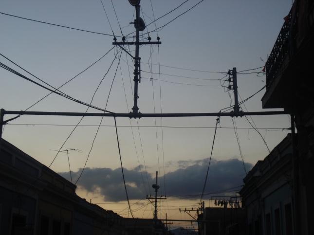 Este emaranhado de fios me chamou muito a atenção e é em toda a cidade, em Havana não é tanto mas é também