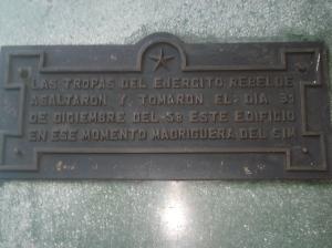 Placa na portal do hotel que ficamos, pelo menos o hotel era histórico